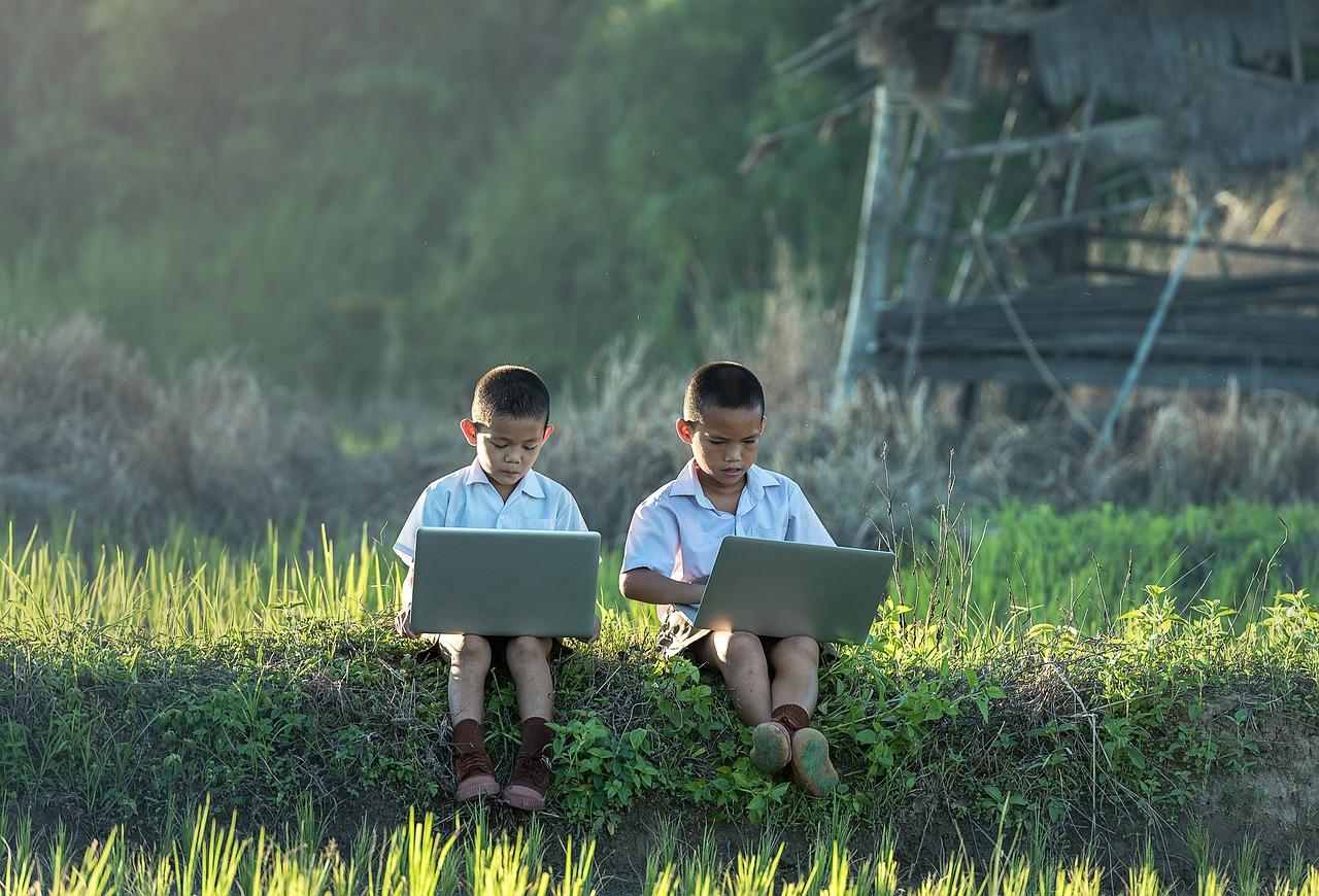 A quel âge un enfant peut-il utiliser un ordinateur ?