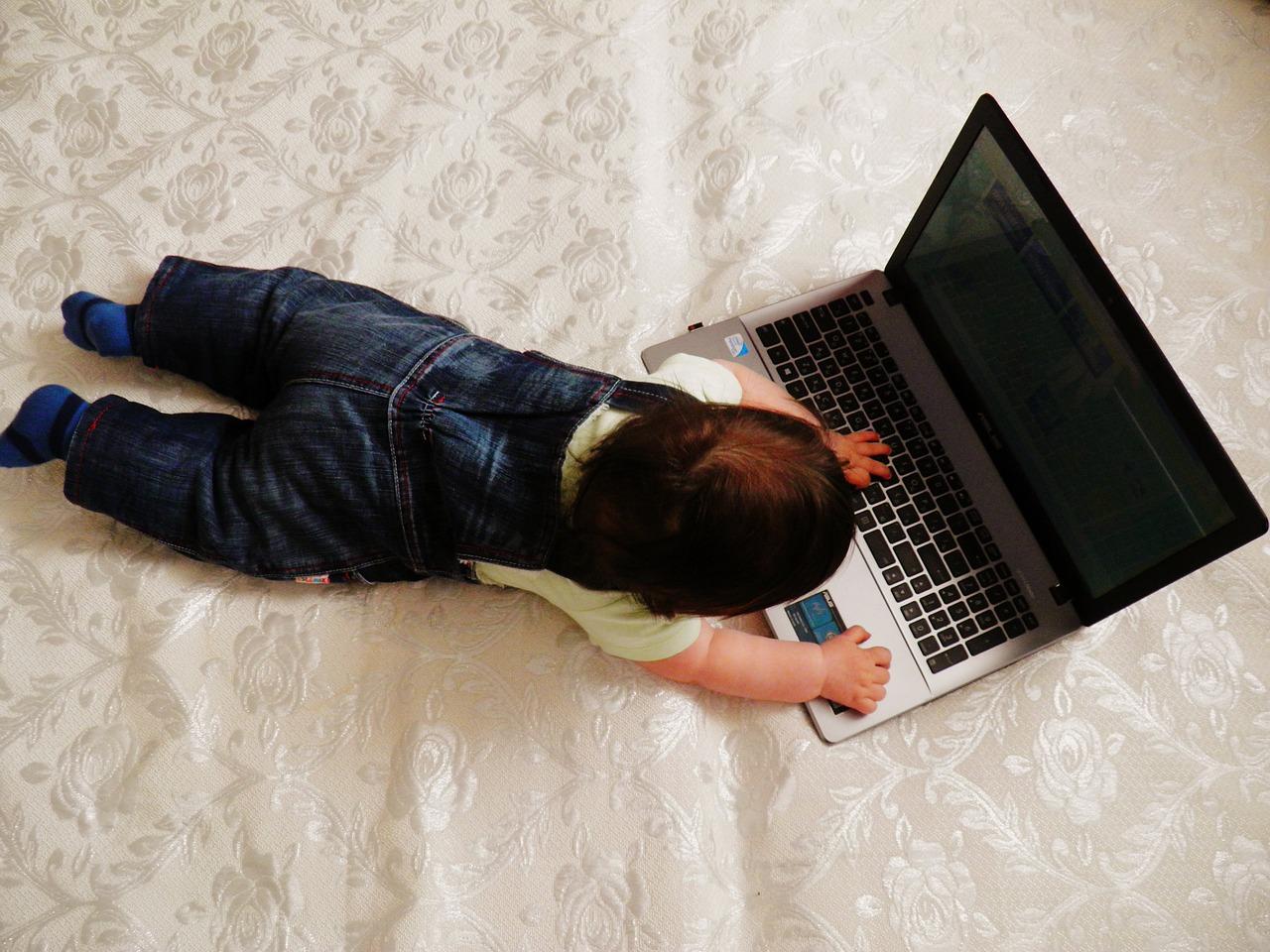 Les écrans sont-ils dangeureux pour les bébés ?